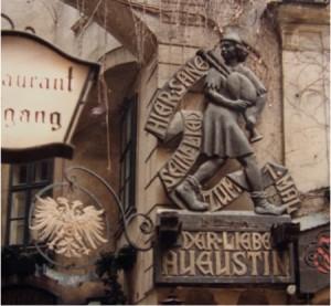 愛しのアウグスティン像(ウィーン最古のレストラン外壁)