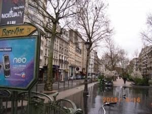 ブランシュ広場「彼が詠んだ枯葉が中央遊歩道…」ルイ・シュヴァリエ